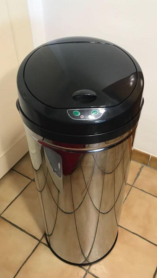 en cuisine la poubelle à détecteur de mouvement s'ouvre et se ferme toute seule - poubelle high tech automatique idroid - [Gadget] En cuisine la poubelle à détecteur de mouvement s'ouvre et se ferme toute seule - idroid.fr